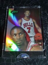 2004 ETOPPS BASKETBALL BEN GORDON CHICAGO BULLS ROOKIE CARD IN HAND