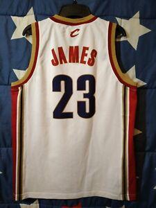 SIZE M Cleveland Cavaliers NBA Basketball Shirt Jersey Champion James #23