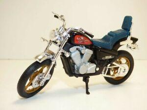 MOTO HONDA STEED 600 VLX noir 1/18 Bobber