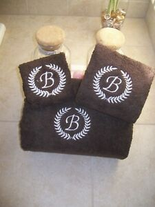 Embroidered Personalized Bath Towel Set with Laurel Wreath and Letter Monogram
