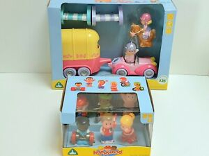 ELC Happyland Horse Trailer With Rider Driver & 6 Other Athletes