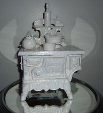 Ancienne cuisinière  de poupée en fonte crescent jouet vintage miniature