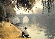 BT6540 Matinalee d automne sur les quais de la Seine Paris         France