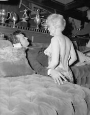 Some Like It Hot UNSIGNED photograph - L1243 - Marilyn Monroe and Tony Curtis