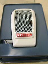 Pequeño viejo micrófono Grundig GDM 15