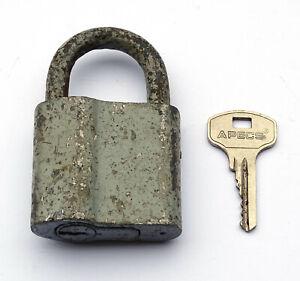 Ancien Cadenas à clé Soviétique. URSS/ СССР. Etat de marche. Avec 1 clé