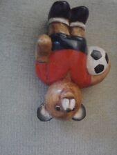 Figura de fútbol de oso de madera