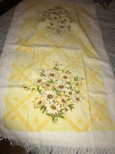 Vintage Floral Daisies Bath Towel Made In USA Flowers Bathroom Linens