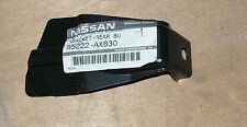NISSAN MICRA K12 RH PARAURTI POSTERIORE STAFFA LATERALE numero parte 85222-AX630 ORIGINALE