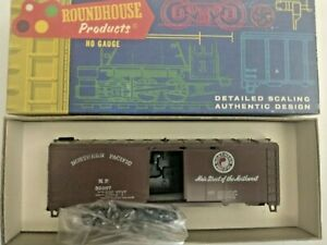 HO scale Roundhouse Northern Pacific 40'   Box Car NP 32097 Vintage