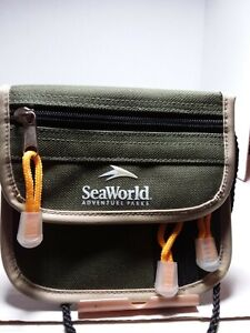 SeaWorld Parks Money and credit card Pouch.Condition is Used EXCELLENT condition