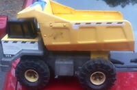 Vintage 1999 Tonka Dump Truck 354 Pressed Steel Construction Yellow XMB-975 Rare