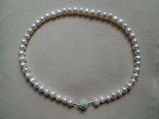 Handgefertigte Modeschmuck-Halsketten & -Anhänger im Collier-Stil aus Perlen