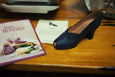 Just the Right Shoe by Raine Figurine – 1999 - Ladylike Item #25044