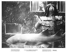 REVENGE OF THE CREATURE great under water still - (c087)