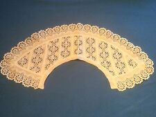 Col ancien blanc en broderie anglaise, belle forme, TBE