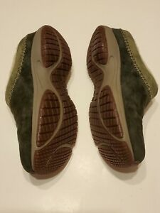 Merrell Woman's Encore Chill Stitch Suede Clogs Green Size 8