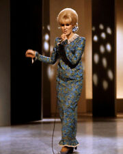 Dusty Springfield UNSIGNED photo - K9099 - English pop singer & record producer