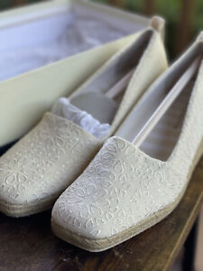 Liz Claiborne Kellie Wedge Shoes Retro, Rope Heel, Embroidered, Flowers, Cream