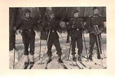 Soldaten beim Schneeschuh fahren in Polen