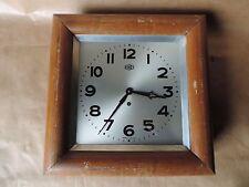 Ancienne Horloge pendule Murale carré Marque ODO avec clé vintage