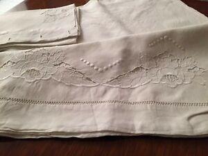 Antico lenzuolo matrimoniale puro lino ricami a mano con una federa