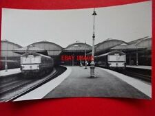 PHOTO  2 DMU AT HULL RAILWAY STATION
