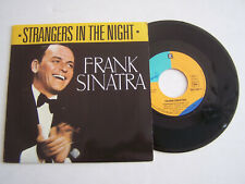 SP 45 TOURS VINYLE , FRANK SINATRA , STRANGERS IN THE NIGHT . EX / EX .