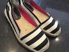 Juicy Couture New & Gen. Girls Black Striped Canvas Pumps UK 12, EU 31 With Logo