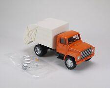 HO 1/87 Promotex # 450370 International Harvester Single Axle Small Garbage Trk