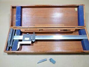 """BROWN & SHARPE 20"""" VERNIER HEIGHT GAGE NO. 586 W/ WOODEN CASE MADE IN U.S.A."""