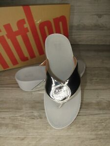 New ~ Women's FitFlop Demelza Logo Silver Toe Post Thong Sandals Size 7 / 38