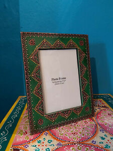 HANDPAINTED IN INDIA QUIRKY WOODEN PHOTO FRAME - GREEN tints