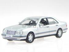 Mercedes W210 E-clase e 320 1995 plata coche en miniatura Altaya 1 43