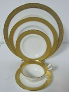 St. George White & Gold Royal Crown Derby China Set, 5 Piece Place Setting -EUC