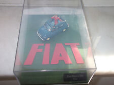 Universal Hobbies Fiat Nuova 500 Eco Blau mit Figur im Diorama 1:43  unbespielt