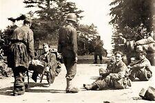 WW2 - La Lucerne d'Outremer 31.7.44 - Paras allemands blessés prisonniers