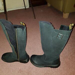 Ladies boot - Dr Martens black color Size 4