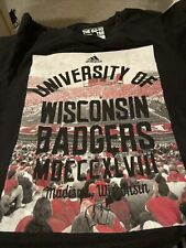 University Of Wisconsin Badgers Men's T-shirt Size Small