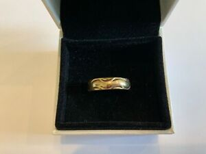Stunning 9ct Gold Crescent Design Wedding Band Ring Size O+ Thumb Ladies