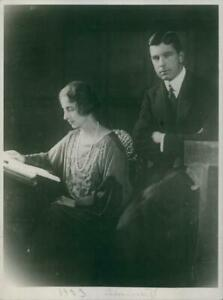 Gustaf VI Adolf, together with the Queen Louise on her 7 - 8x10 photograph