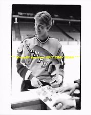WAYNE GRETZKY Signs MICKEY MOUSE Drawing 1984 AS GAME in NJ 8x10 Photo OILERS~@@