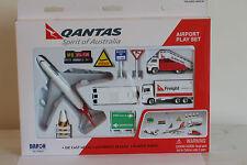 Qantas Airport Play Set Boeing 747 Plane Die Cast metal  Jumbo Daron 8551