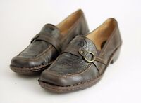 CLARKS ARTISAN Women's 8 - BROWN LEATHER EMBOSSED DESIGN LOAFER FLATS Slip On