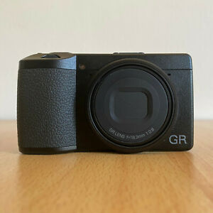 Ricoh GR III APS-C 24MP f2.8 equiv. 28mm as new / come nuova
