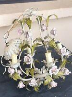 Lustre Italien En Tole Peinte 4 Lumières À Décor De Roses En Porcelaine
