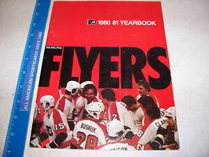 1980-81 PHILADELPHIA FLYERS YEARBOOK NEAR MINT/MINT PELLE LINDBERGH PHOTO