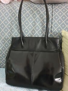Kenneth Cole  NEW YORK - Genuine LEATHER *Black BAG /TOTE