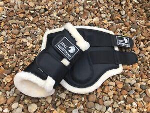 BLACK CLASSIC BRUSHING BOOTS TENDON DRESSAGE PROTECTION SCHOOL FLEECE/FLUFF