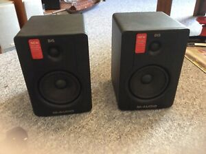 M-AUDIO BX5 D2 2- way field studio monitors. includes 2x XLR cables and 1 TRS